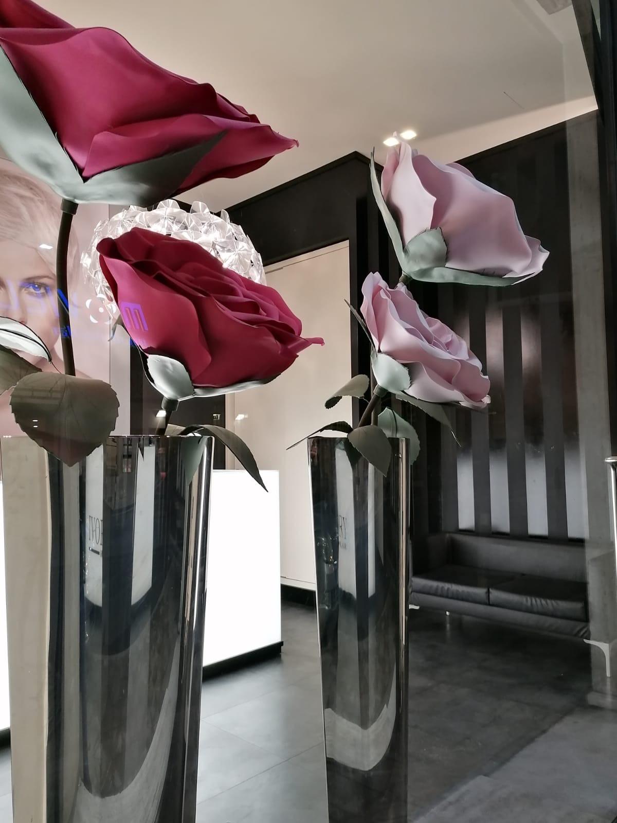 Fiori giganti per IVORY Ancona